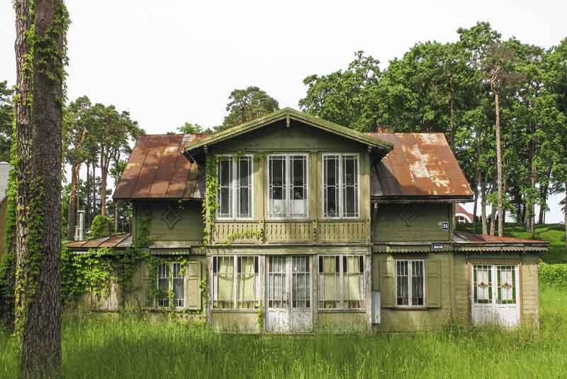 Традиционный старый деревянный дом