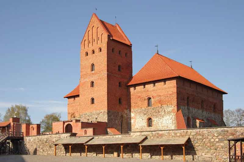 Средневековый замок в Тракай, первая столица Литвы
