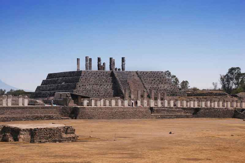 Вид на пирамиды Кетцалькоатля