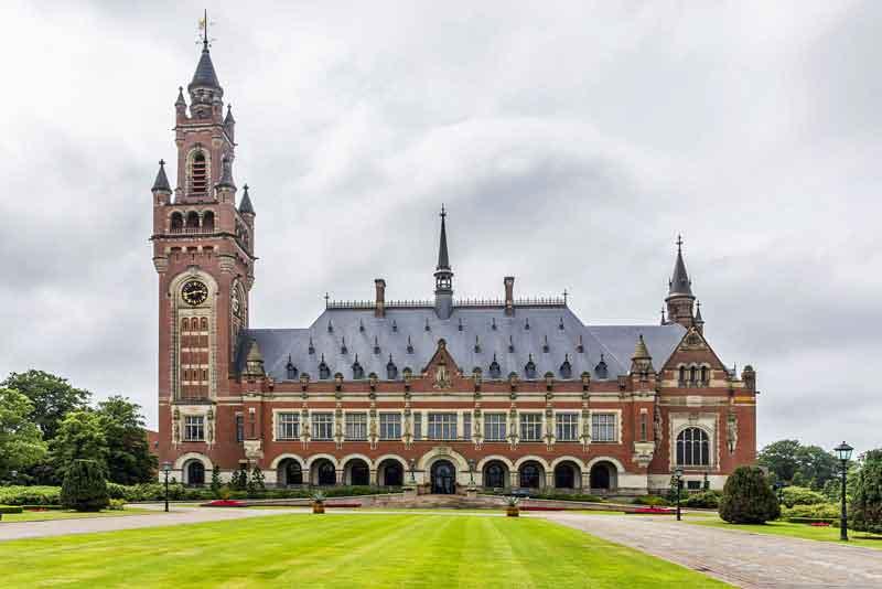 Дворец мира - дом для целого ряда международных судебных учреждений, в том числе Международного Суда (МС), Постоянного арбитражного суда (СПС)