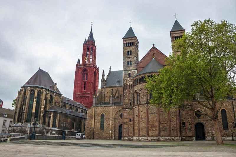 Базилика Санкт-Серватиус и церковь Сент-Джонс