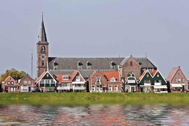 Средневековая церковь