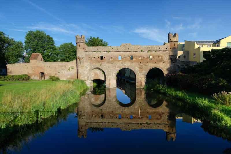 Часть средневековой оборонительной стены