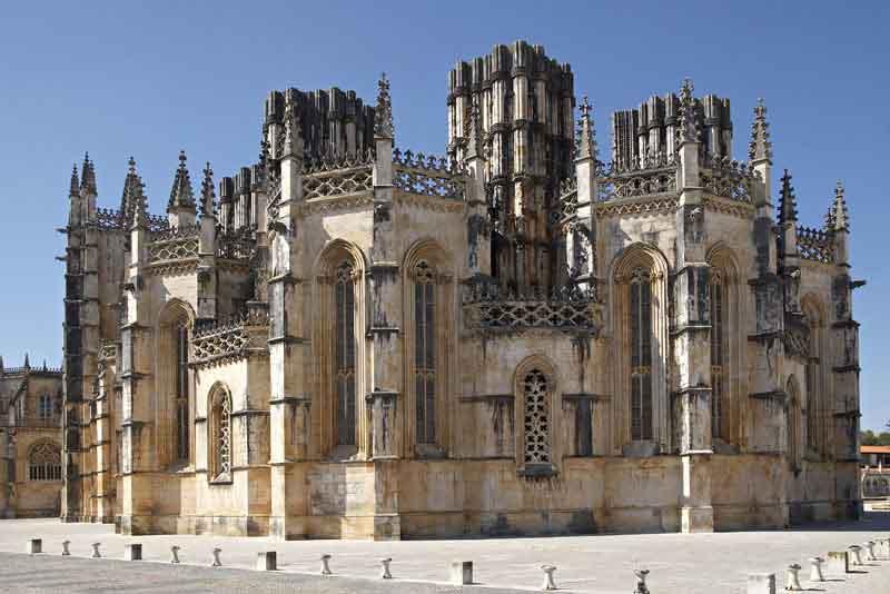 Готический монастырь