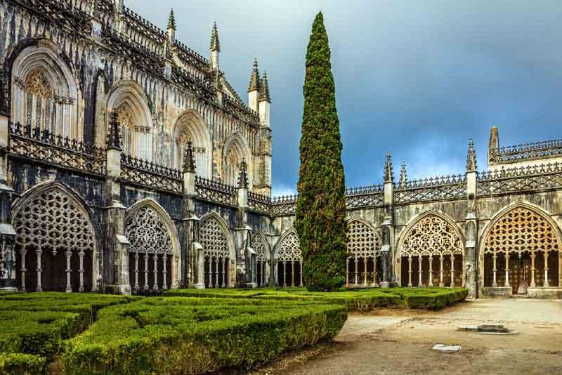 Внутренний дворик Доминиканской средневекового монастыря (ЮНЕСКО)