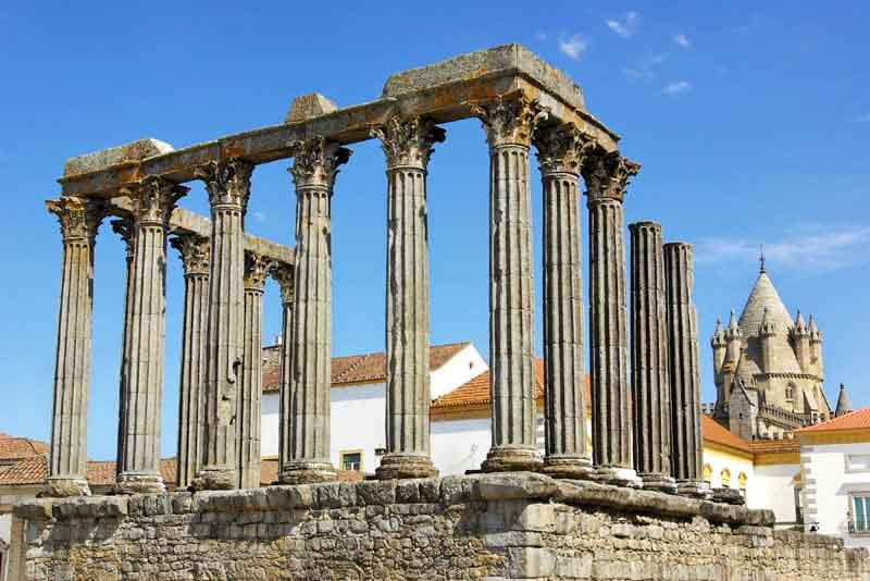 Римский храм и соборная Башня