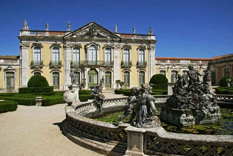 Дворец 18 века в стиле барокко