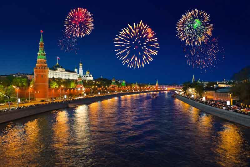 Салют над Кремлем