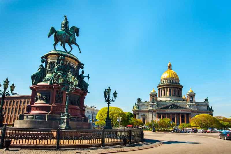 Исаакиевский собор и памятник императору Николаю I