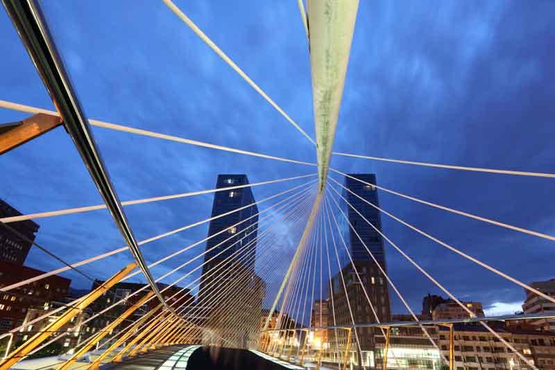 Пешеходный мост через реку Нервион
