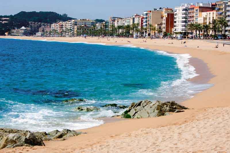 Песчаный пляж Лорет де Мар