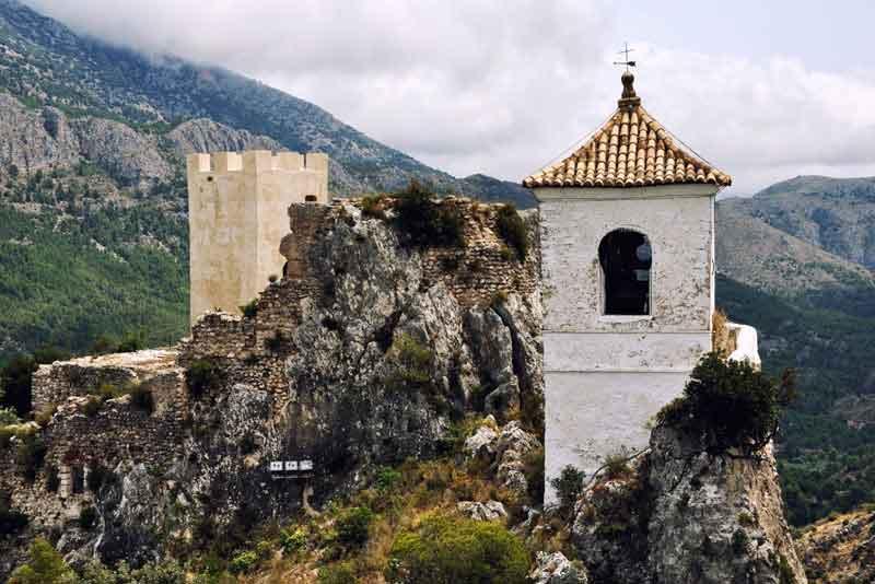 Замок и колокольня