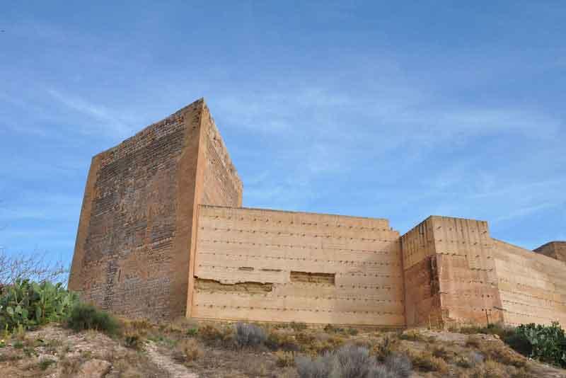 Древний замок Ла Мола Новельда