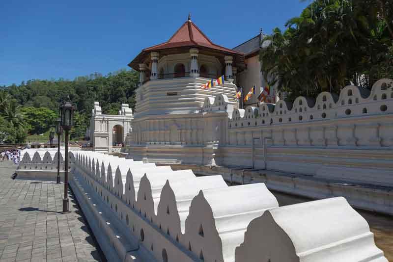 Известный Храм Священного Зуба Будды