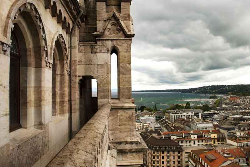 Вид с высоты северной башни собора Сен-Пьер