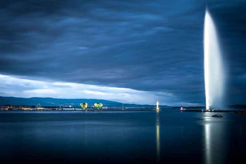 Знаменитый фонтан на Женевском озере