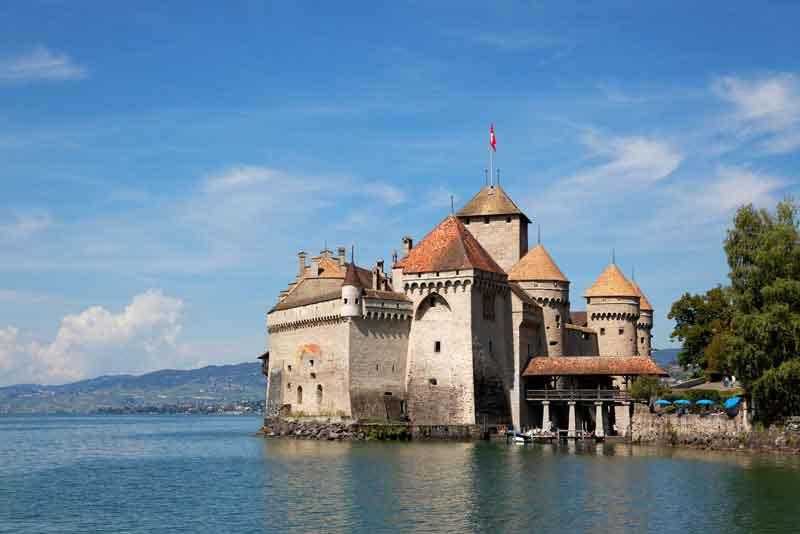 Шильонский замок на берегу Женевского озера