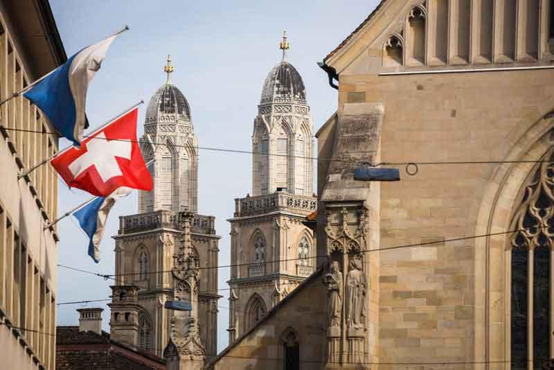 Башни Собора за церковью Фраумюнстер со стороны Paradeplatz