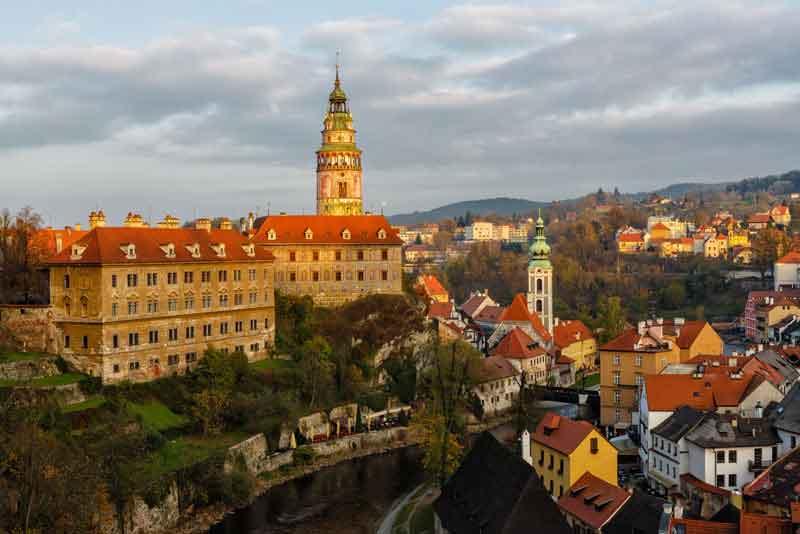 Вид на замок и центр города
