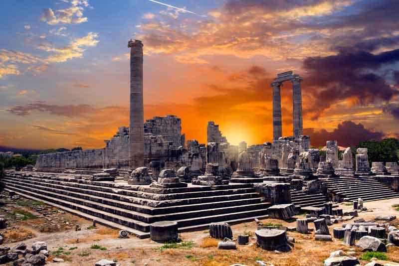 Храм Аполлона в античном городе