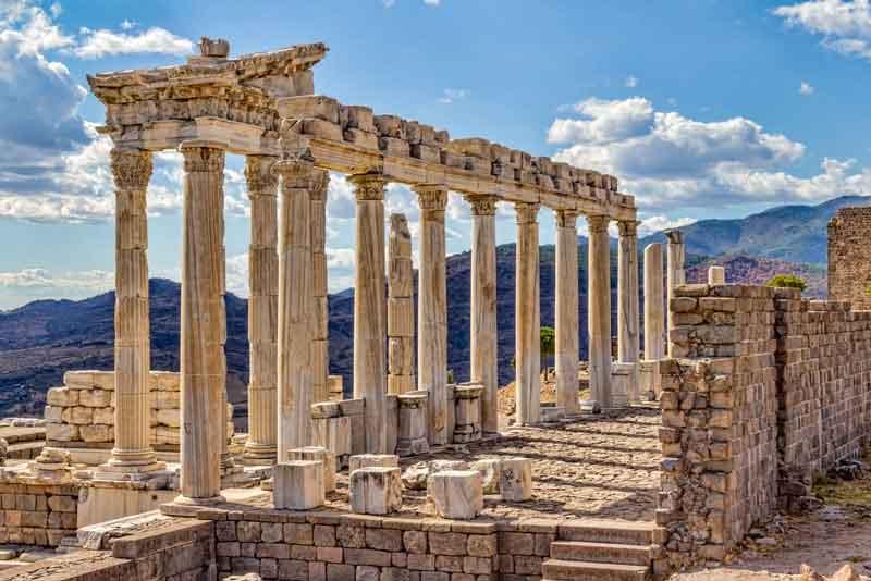 Траянский храм в Акрополи