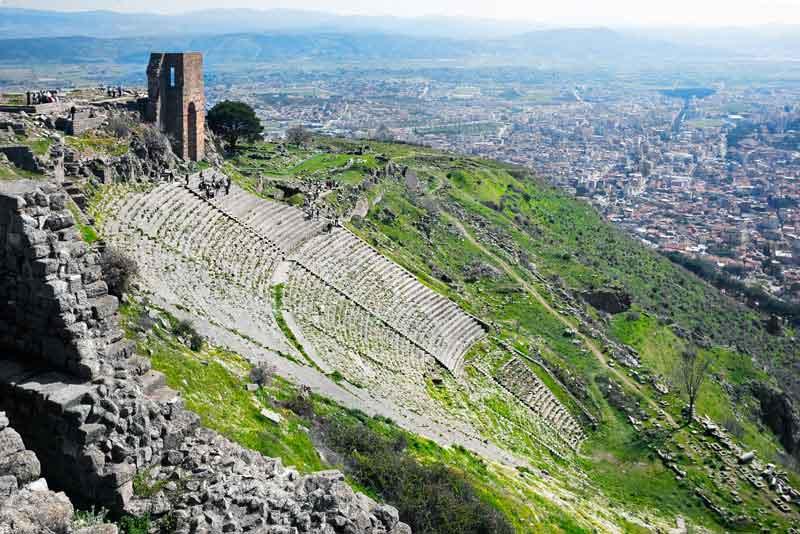 Руины в древнего амфитеатра