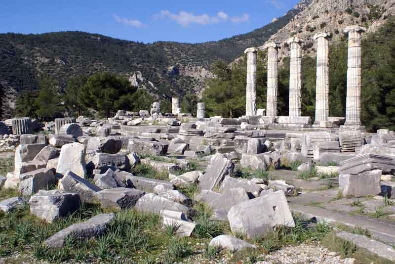 Храм Афины и руины