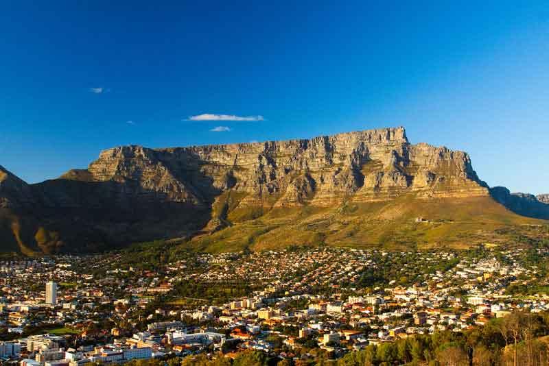 Вид на гору с городом