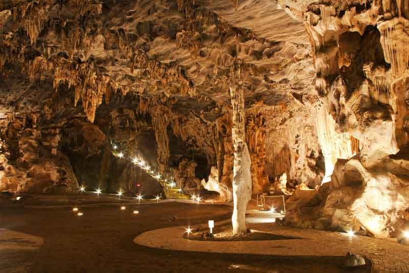 Тронный зал в Пещере Канго