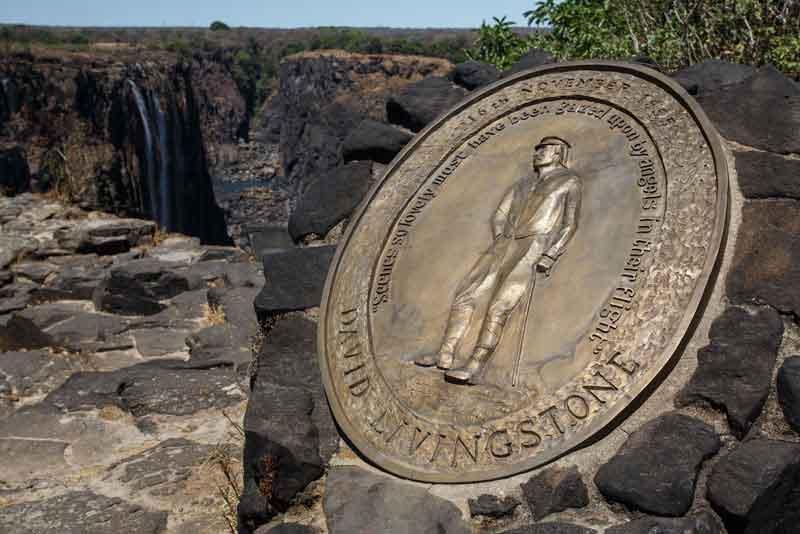 Мемориал Дэвиду Ливингстону у могучего водопада Виктория